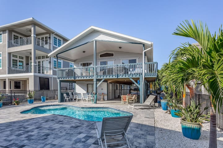 Beachy waterfront home w/ Gulf views, private pool - short walk to the beach!