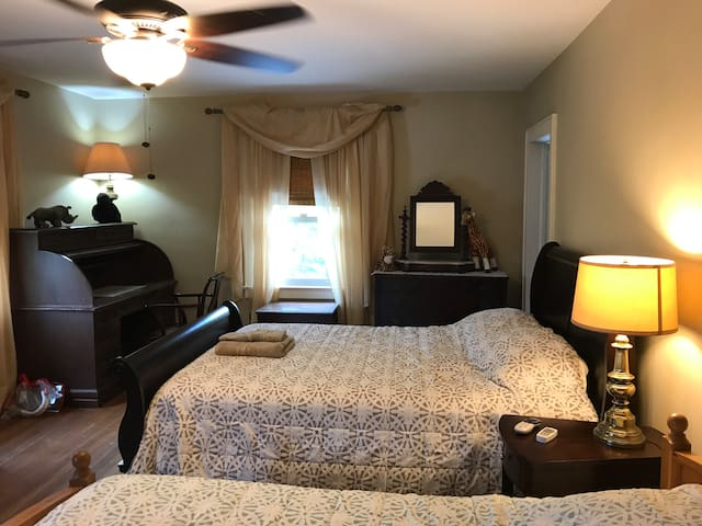 Large rm with bath, 2 beds, near Patchogue village