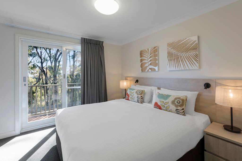 2 Bedroom Premier Villa: Bedroom with access to Private Balcony