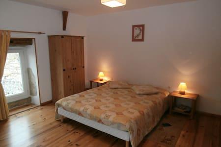 """Chambres d'hôtes """"La tonnelle"""" - Bed & Breakfast"""