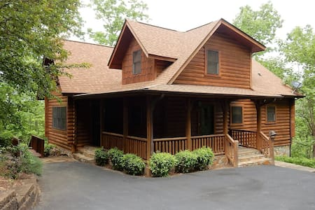 Bear Moon Lodge - Carolina Properties - Lake Lure