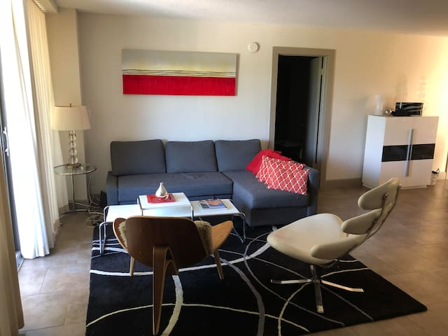 Cozy modern condo with pool access-great location