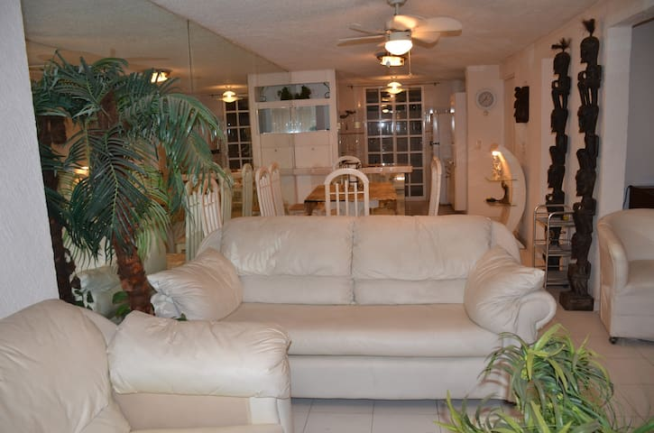 ACAPULCO DIAMANTE. RENTAL VACATION HOUSE WITH POOL