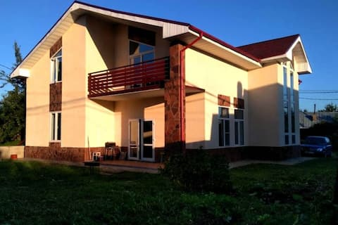 Spacious house 10 km from Buninskaya Alley