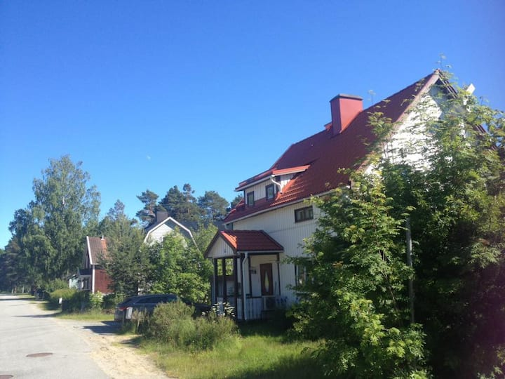 Bed & breakfast close to town and nature