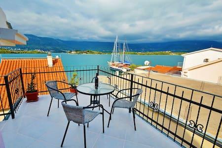 2BDApartment with balcony and SEA V - Tivat