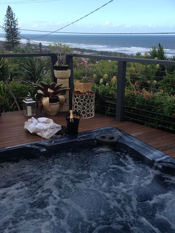Bella Vista Ocean View Retreat (Noosa Shire)