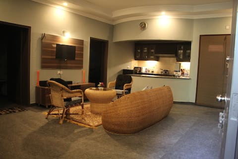 "Luxurious Hide Out ""02"" Deluxe Family room in LHR."