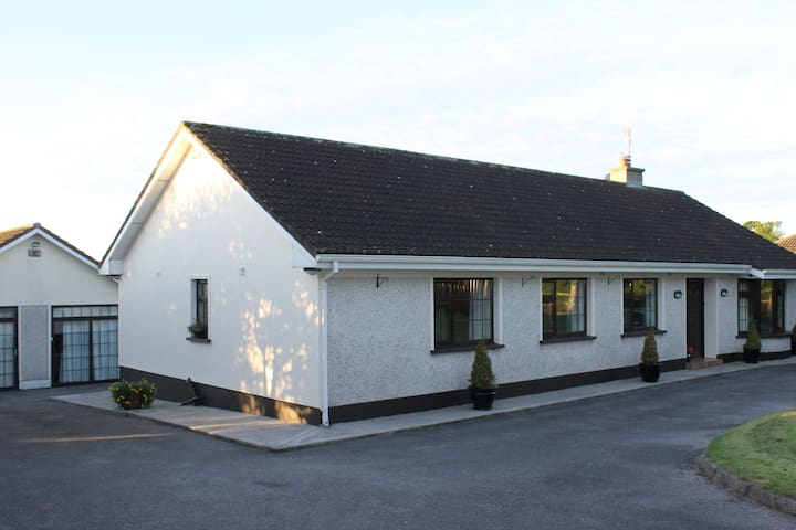 Large house in scenic location near Clonmel - Clonmel - Hus