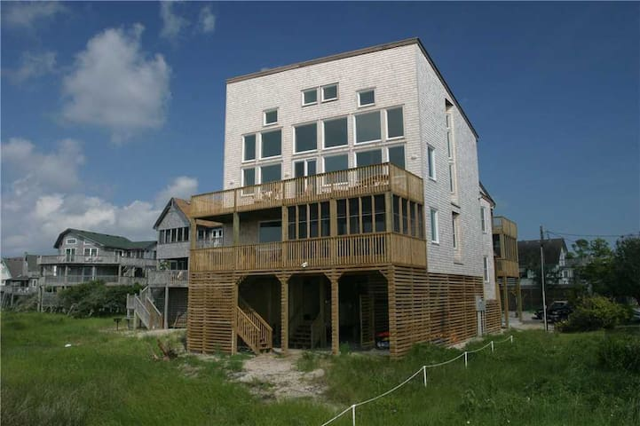 SOUNDFRONT in Frisco w/HotTub, RecRoom w/PoolTable
