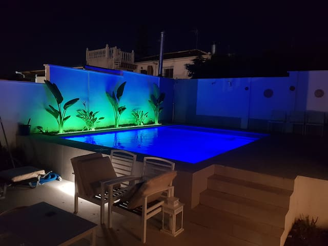 Lovely bungalow for four close to beach and city in Torrevieja