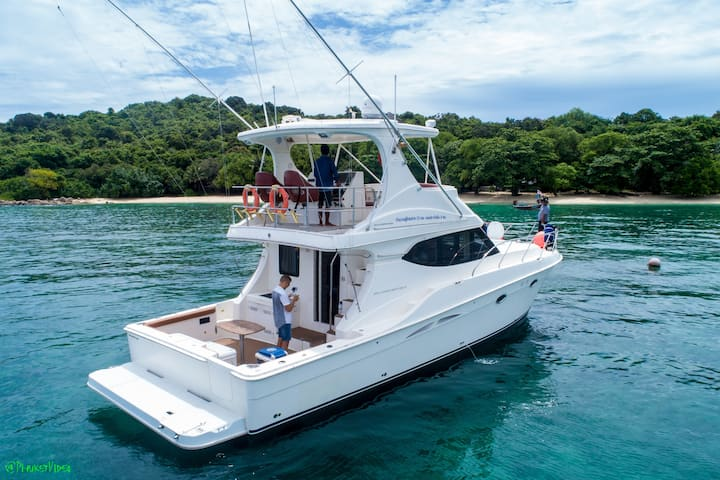 Sport yacht Silverton 50 - a house in Andaman sea