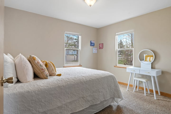 ★ New Listing ★ Affordable Comfy Stay ★