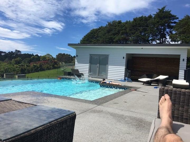 Amazing home set on 2 acres with infinity pool
