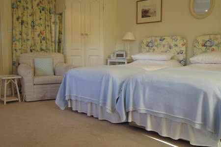 Redwings Studio No 2 - Sleeps 2. Opposite harbour - Brancaster Staithe - Daire