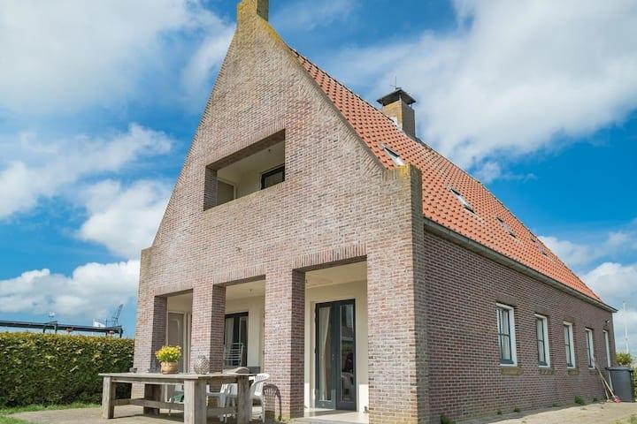 Comfortabel huis midden in Fries landschap 4-8 pp