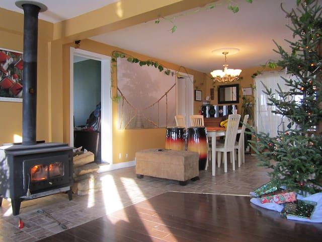 Petite maison simple et chaleureuse - Saint-Jérôme - Bungalow