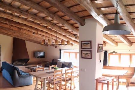 """Casa """"loft"""" en Vacarisses. Montañas"""