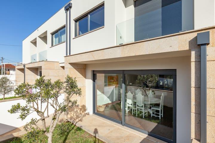Casa Moderna Totalmente Equipada 7Km do Centro.