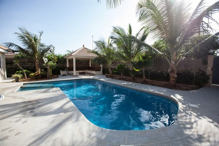 Beautiful house with swimming pool in Ngaparou