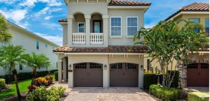 Captivating home 12 minutes from Disney world Fl