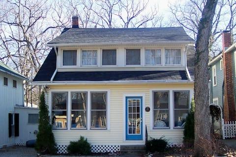 Beautiful Spacious Cottage in Lakeside, Sleeps 20!