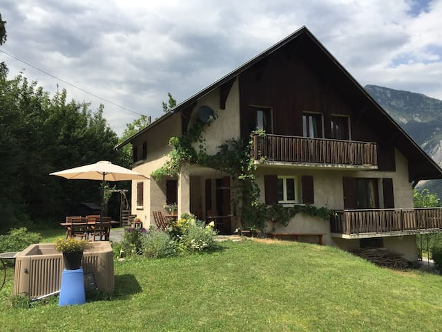 8 pers. Comfortabel Chalet 125 m2. Bourg d' Oisans