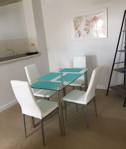 Light apartment with courtyard 5 km from city - Daire