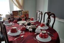 Table du petit-déjeuner pouvant recevoir six personnes