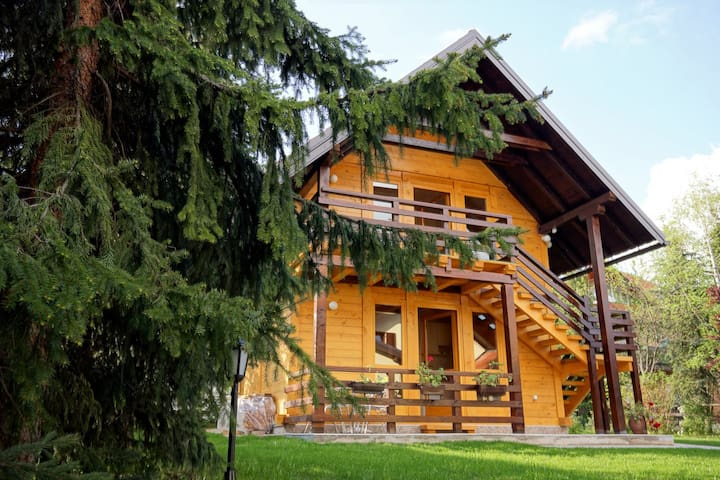 A lovely wooden house - studio apartment