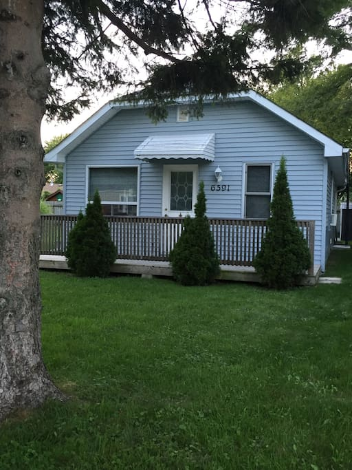 "Simple cottage close to the beach with all the amenities of City life.   Restaurant 1 block over.  Also a ""chip truck"" for snacks at the beach.   We have a grocery store, shoppers and Tim Hortons all within a 10 minute walk."