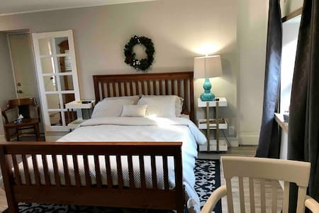 Downtown Cozy Suite. Private with Prov. Park Pass