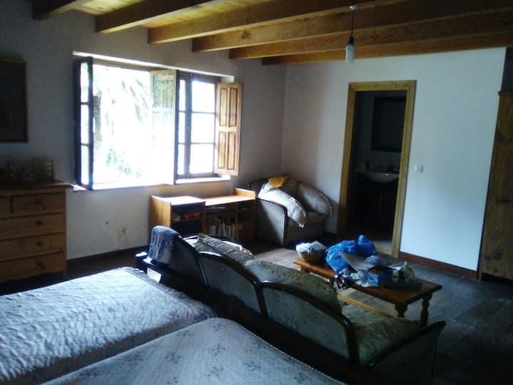 habitacion doble + baño modesta casa a orillas pas
