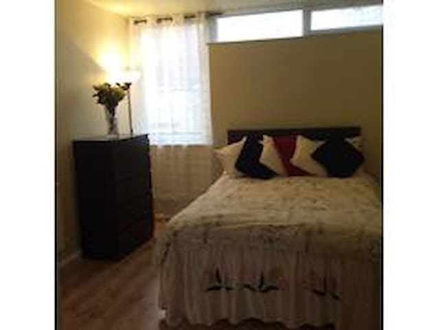 Large spacious double room in thriving Walthamstow