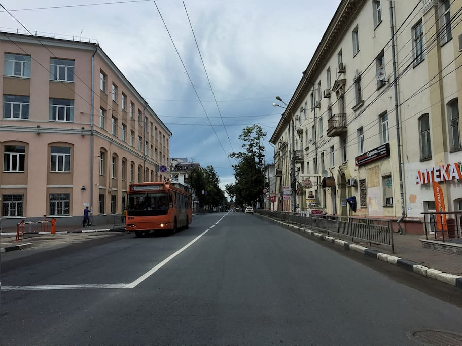 The apartment is located right downtown. This is the Varvarskaya st that takes you Kremlin within 10 minute walk.