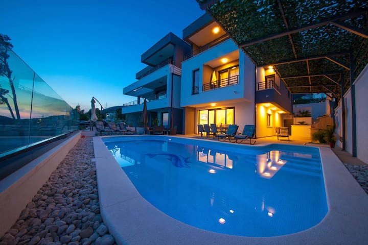 ctma128/ Modern and beautiful villa with private pool in Makarska, up to 10 persons