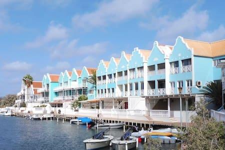 Blue View Breezy Bonaire; spacious top floor 1bdrm - Kralendijk - Ortak mülk