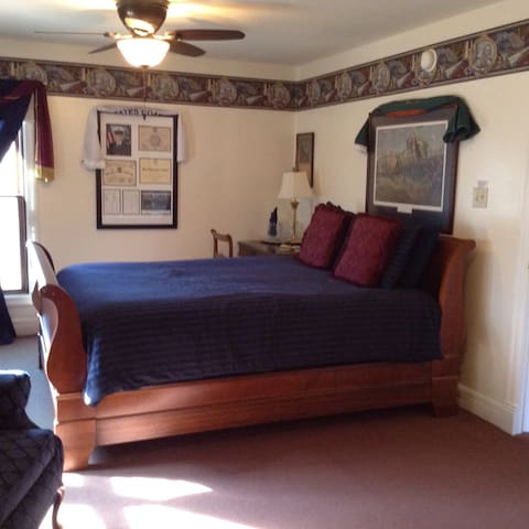 Lincoln Room $107 - Lindsborg - House