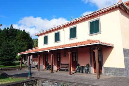* Quinta do Lagar * - Gaula - Villa