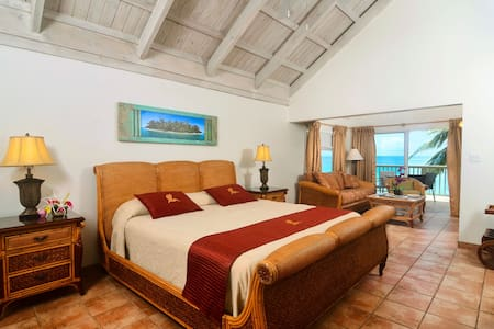 Beachfront 1-bedroom Suite - Long Bay - Osakehuoneisto