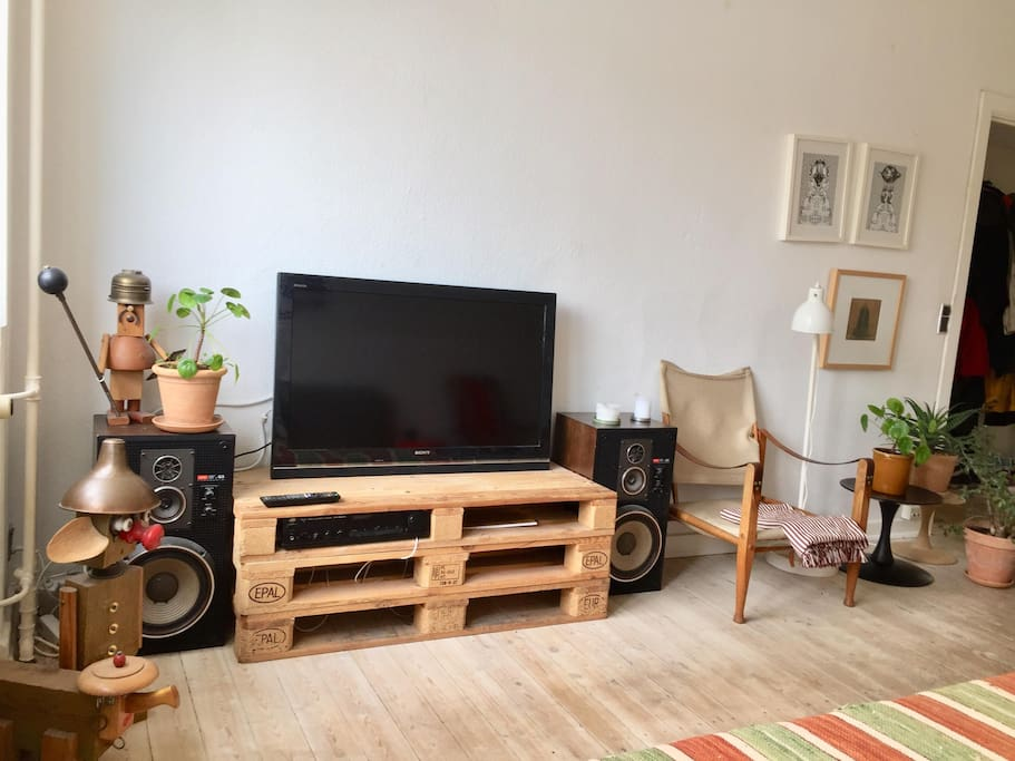 Tv and speakers for movienights