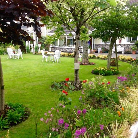 Granville House & Gardens