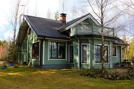 Lakeside Villa in Lomakylä Tapiola