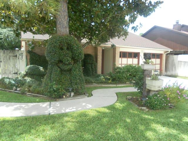 Suburban home, close to Hobby and NRG - Missouri City - Huis