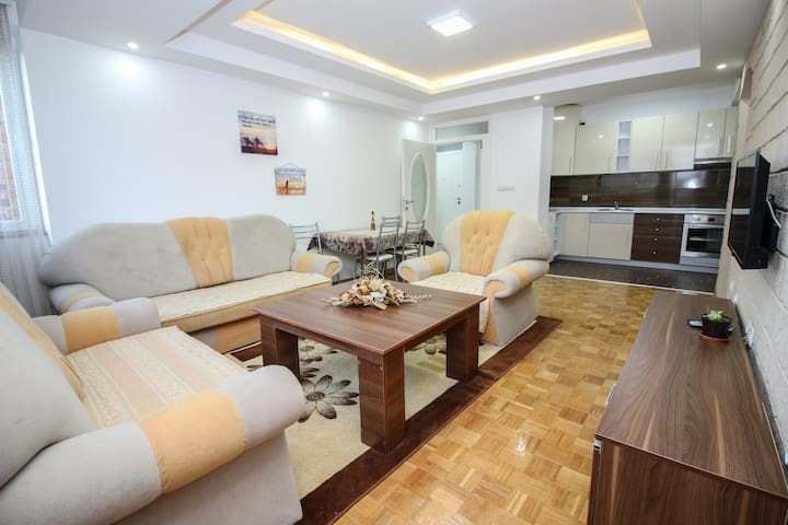 ⚡70m²⚡2 bedroom⚡Free parking⚡1 km to center⚡quiet