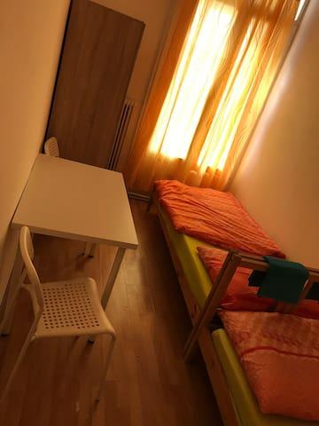 Privatzimmer für 2 Gäste, Nähe U6, Zentru (Hidden by Airbnb) ah PG4