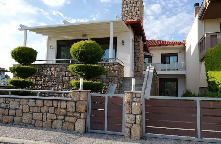 Villa Stratos B