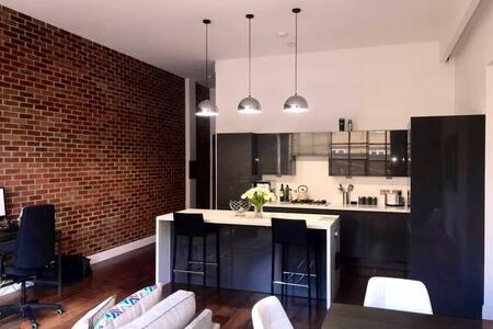 Stunning Stylish apartment, 20 mins to C. London.