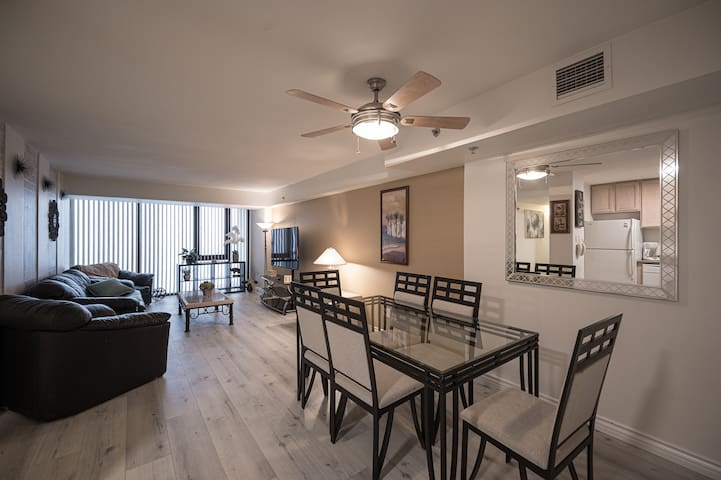 PENTHOUSE SUITE On The Strip - 2Bd/2Ba