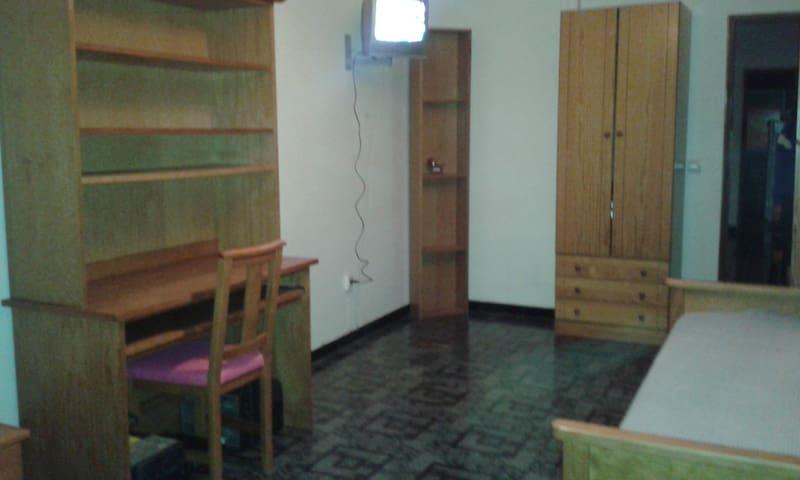 Quarto acolhedor para Estudante Erasmo e turistas - Amora - Apartment